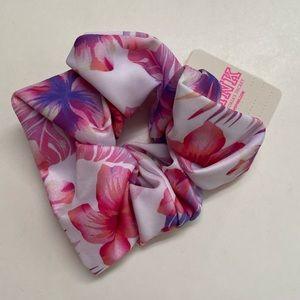 VS PINK white tropical hibiscus scrunchie NWT